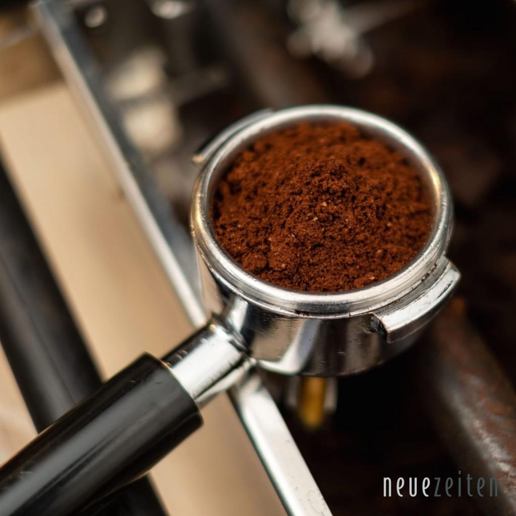 frisch gerösteter Kaffee - Siebträger im Detail