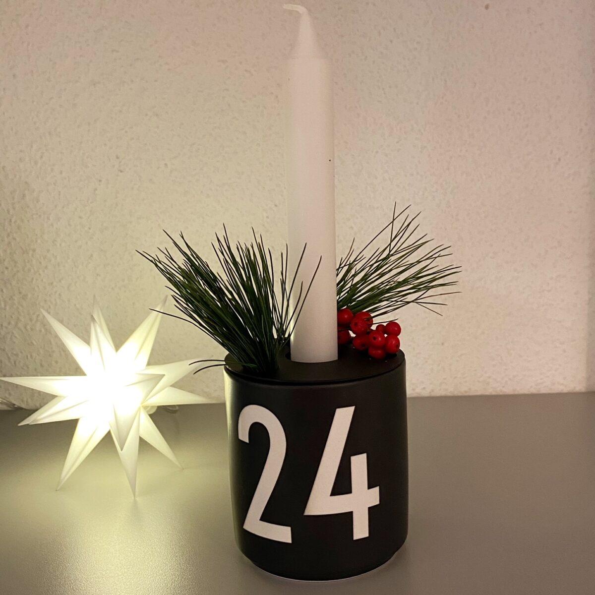 Becher 24 als Adventskranz